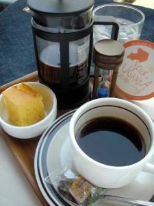 プロが吟味して選んだ味の組み合わせ。スペシャルティコーヒーとひとくちコーンブレッド