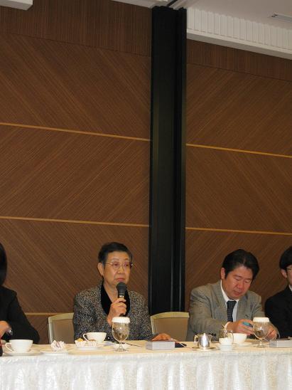 冒頭、挨拶される 大麦食品推進協議会 会長 池上幸江先生